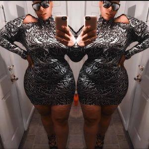 Dresses & Skirts - Black & Silver Metallic Dress 💣
